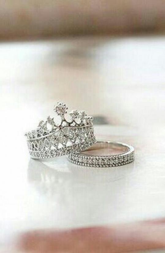 Crown Ring Set - Trinket Square